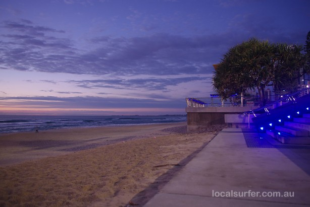 6:09am - Still dark enoough to warrant the blue lights of Surfers